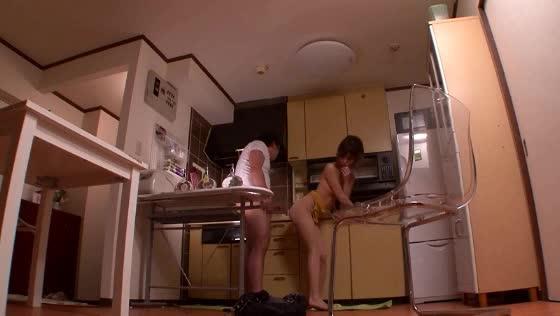 人妻の無料ハメ撮り動画。雄々しくそそり勃つ肉棒が大好きな人妻